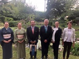 A japán nagykövet megtisztelő látogatása iskolánk japánkertjében